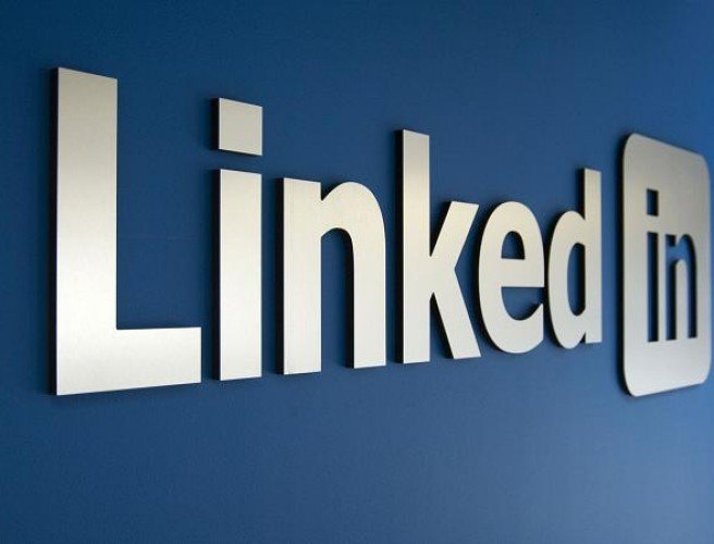 "LinkedIn now offering ""Trending Storylines"" to users"