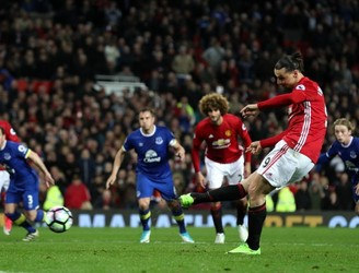 Premier League Round-Up: Zlatan Ibrahimovic snatches late point for United