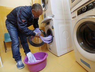 Pope opens free laundromat in Rome
