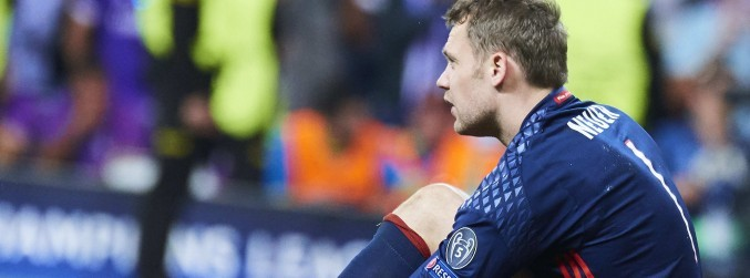 Manuel Neuer fractures his foot