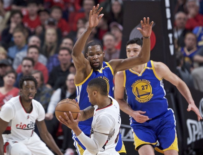 Golden State Warriors advance in NBA Playoffs