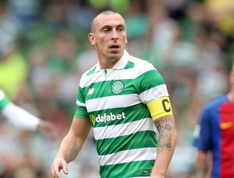 Celtic captain Scott Brown dedicates award to his teammates