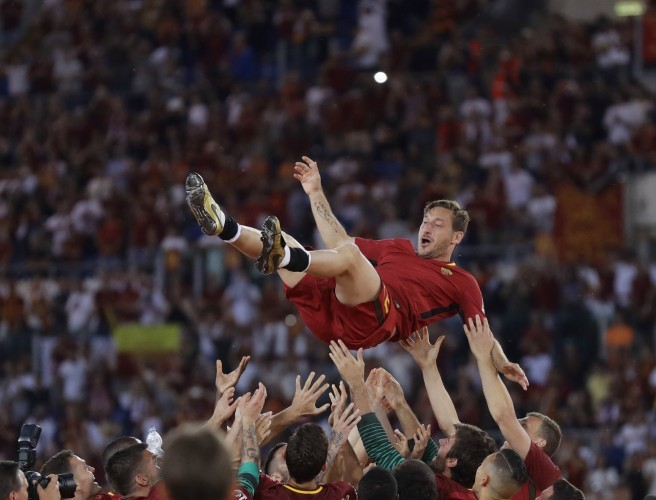 Francesco Totti says goodbye to Roma in emotional farewell
