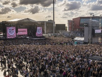 Thousands attend 'One Love Manchester' benefit concert