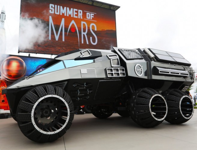NASA unveils monster new Mars rover