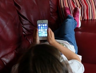 Father calls for smartphone sales to be banned for under 13s