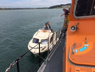 Six people rescued from boat off the Cork coast