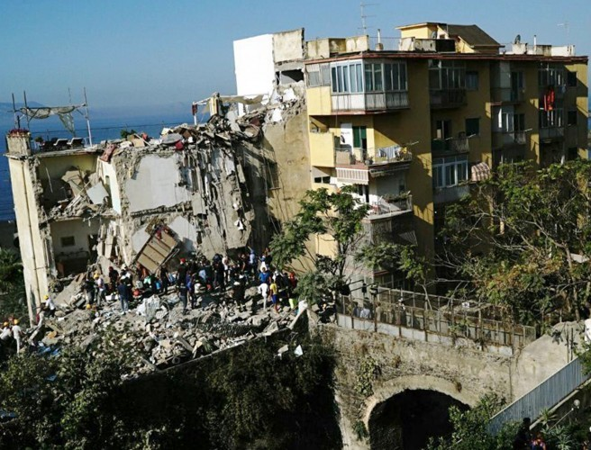 Rush to find 8 feared missing after building collapse