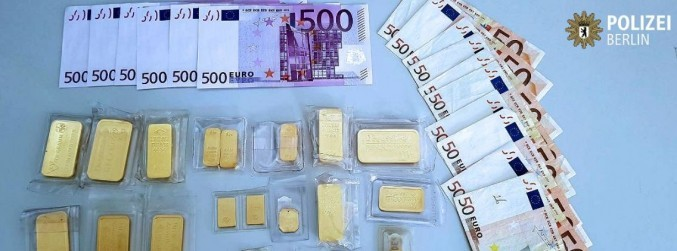 Gold bars and cash found under tree in Berlin