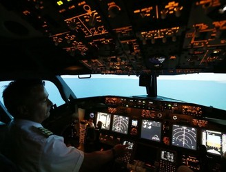 Ryanair offers pilots €12,000 bonus to forgo annual leave