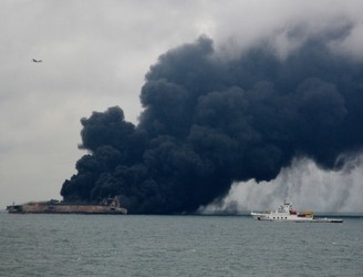 Major oil spill fears following tanker collision off China