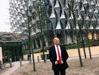 'Trump' makes surprise appearance at new US embassy in London