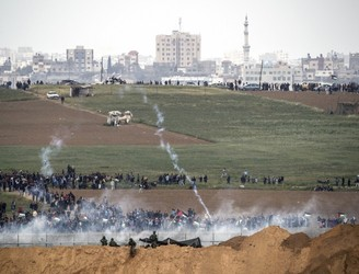 Several Palestinians killed and hundreds injured in clashes with Israeli troops in Gaza