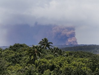 Fresh earthquakes hit Hawaii as volcano continues to erupt