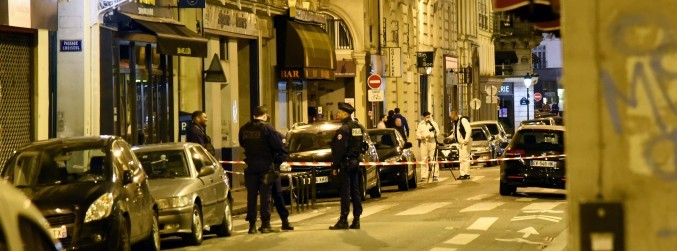 One dead, several injured in Paris knife attack