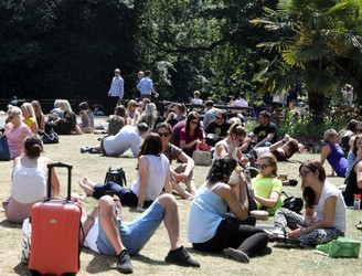 Record temperature likely to go unchallenged as mercury tops 30C