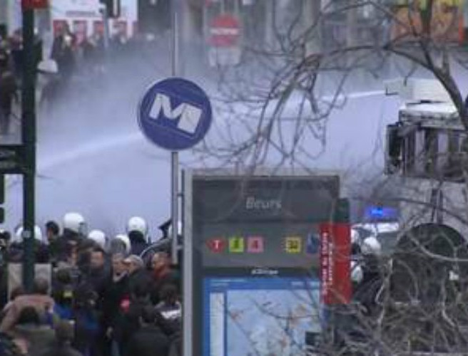 Riot police confront mob in Brussels Square