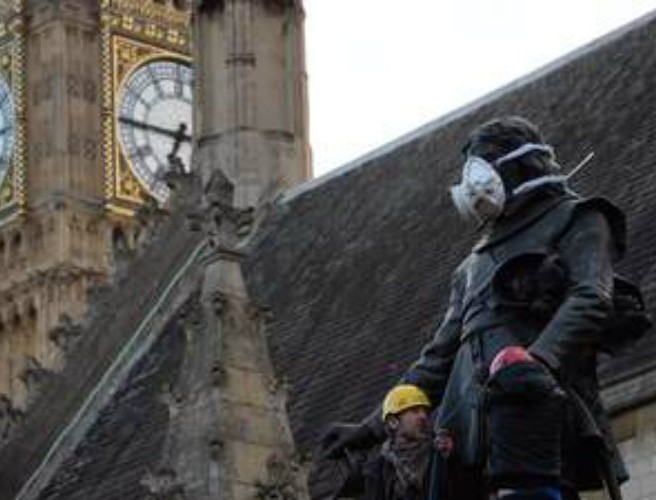 Monuments masked in air pollution protest