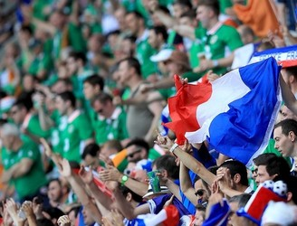 WATCH: French fans pay tribute to Irish supporters