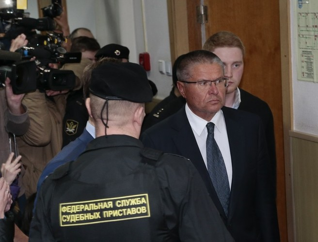 Putin's finance minister arrested over bribe charges