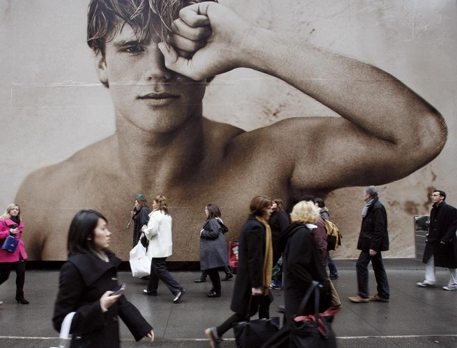 Investors and shoppers continue to ditch Abercrombie