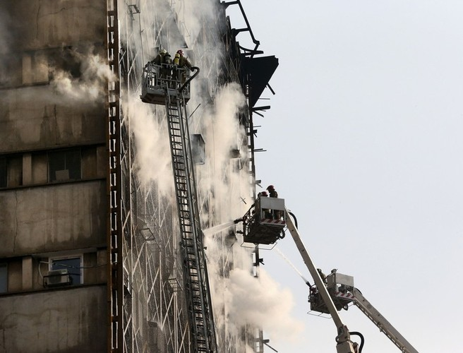 30 firefighters killed in Tehran building collapse