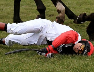 Champion jockey says Victoria Pendleton should not ride in Cheltenham after fall