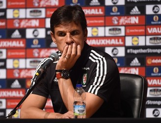 Chris Coleman issues message to Welsh fans delayed at Eurotunnel