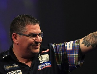 Gary Anderson remains on track to retain World Darts title